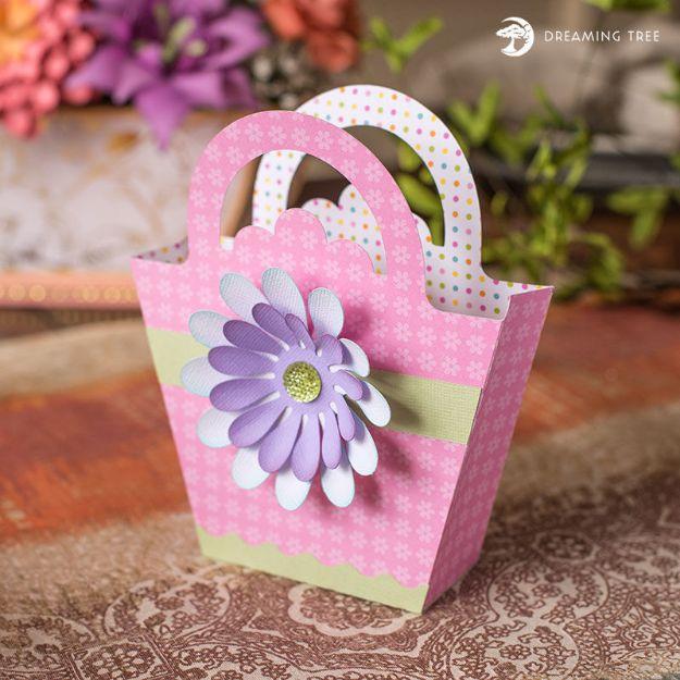 Mini Daisy Tote Bag (Free SVG)
